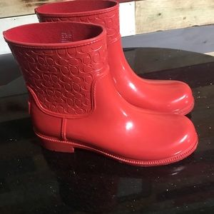 Short coach red water rain boots used